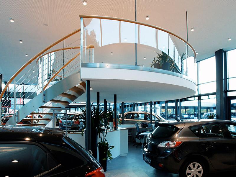 Kunststoff in der Architektur - Autohaus